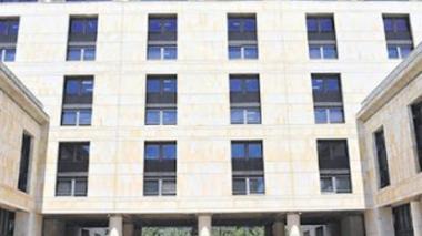 Fachada del edificio donde funciona la Corte Constitucional en la ciudad de Bogotá.