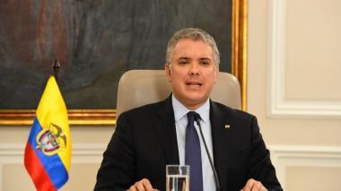 Se desmiente el supuesto tuit que puso Iván Duque sobre Uribe y sus delitos