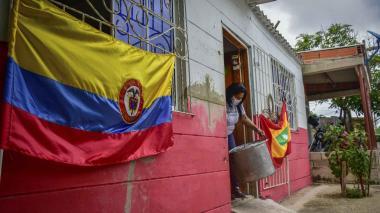 Las casas del barrio 7 de agosto lucirán en las puertas banderas de Colombia y de Barranquilla.