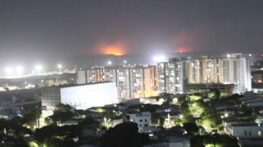 Incendio en Salamanca vuelve a llenar de humo a Barranquilla