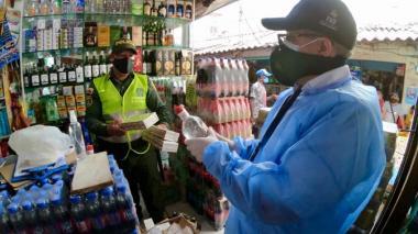 En video | Cae caleta de cigarrillos  y licor de contrabando en  Bazurto