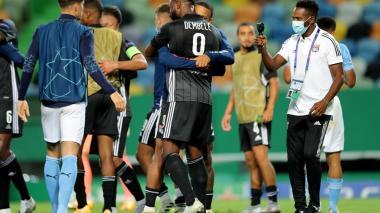 Moussa Dembelé celebra con sus compañeros luego de conseguir el triunfo ante el Manchester City.