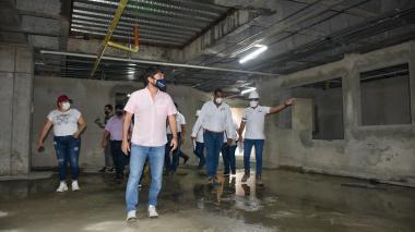 El alcalde Pumarejo inspecciona el avance de las obras en el Camino Nuevo Barranquilla.