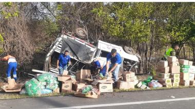 Comunidad ayudó en aparatoso accidente de tránsito entre Albania y Maicao