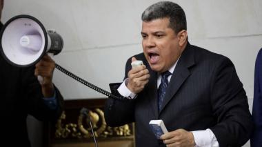 Presidente Parlamento apoyado por chavismo pide a Maduro garantía electoral