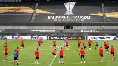 Sevilla e Inter, a agrandar su historia con el título de la pandemia