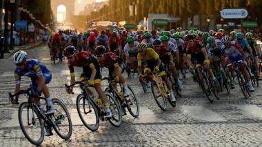 La Unión Ciclista Internacional (UCI) especificó hace unas semanas que los corredores serán controlados dos veces antes de la salida (seis y tres días antes de la carrera) y luego durante los dos días de descanso.