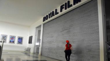 Así, desoladas, se ven las entradas a las salas de cine en Barranquilla y el resto del país.