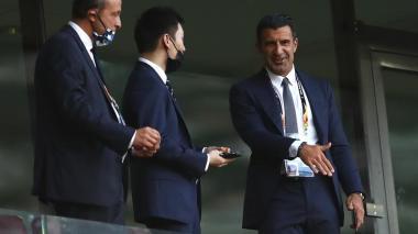 Luis Figo estuvo presente en la final de la Europa League entre Inter y Sevilla.