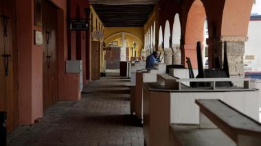 El emblemático Portal de los Dulces de Cartagena cerrado por la pandemia del COVID-19.