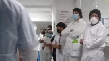 Trabajadores del Hospital Metropolitano se declararon en paro.