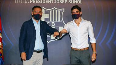 Josep María Bartomeu y Trincao en la presentación oficial del jugador portugués.