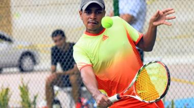 De a poco, tenistas profesionales y aficionados han regresado a la actividad tenística.