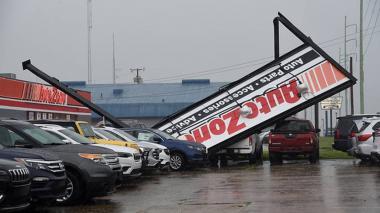 Laura se degrada a tormenta tropical en el sur de Estados Unidos