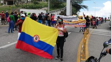 Trabajadores del turismo marchan para pedir a alcaldesa reapertura de playas
