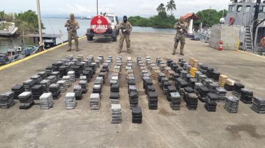 Decomisan 1.266 paquetes de droga y detienen a 4 colombianos en Panamá