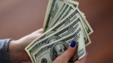 Dólar cae en picada este viernes y se ubica en $3.760,24