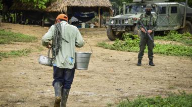 La rutina diaria de los campesinos cambió desde que se presentaron los homicidios en Caño Negro. La zona permanece custodiada por la Policía y la Armada.