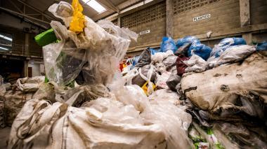 La Asociación de Recicladores Puerta de Oro trabaja en el proceso de aprovechamiento de residuos.
