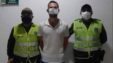 Detienen a extranjero en Miramar acusado de agredir a su pareja