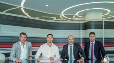 Zlatan Ibrahimovic renueva con el Milan por una temporada