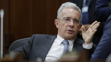 Partido de Uribe dice que él fue némesis de paramilitares y que EEUU lo sabe