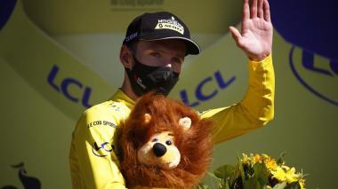 Adam Yates tomó el liderato del Tour tras una penalización a Julian Alaphilippe.