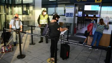 Establecen medidas y recomendaciones para usuarios de vuelos domésticos