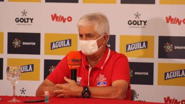"""""""Me gusta que el fútbol vuelva a ser humano"""": Julio Comesaña"""