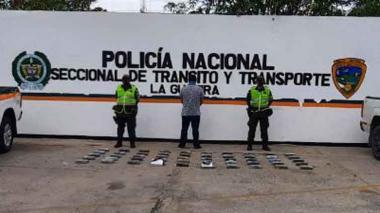 Cae otra camioneta con una caleta de cocaína en carretera de La Guajira