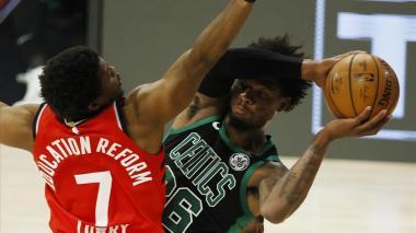 Acción del juego de este miércoles entre Celtics de Boston y los Toronto Raptors.