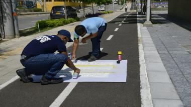 Jornada de pintura en ciclorruta de la Plaza de La Paz