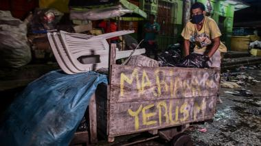 En video | Recicladores y carretillas: un duro oficio que va en aumento