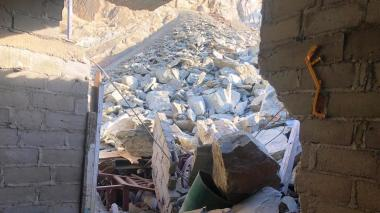 En video | Derrumbe de rocas afectó 40 casas en Santa Marta