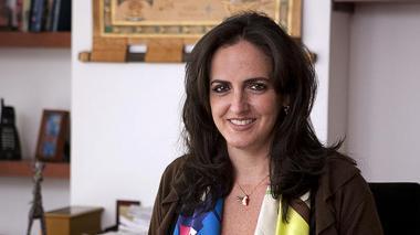 Senadora María F. Cabal recibe insultos durante reapertura de CAI en Bogotá