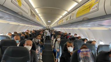 Aspecto del interior del vuelo de Viva Air.