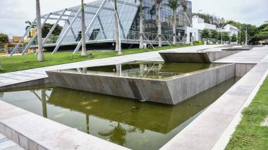 Quejas por aguas estancadas en fuentes de la Plaza de la Paz