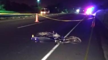 Motociclista murió después de Chocar un camión por detrás