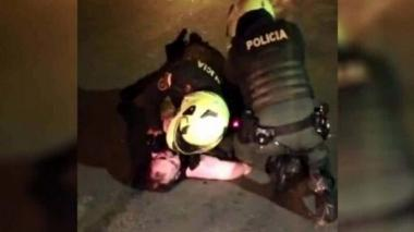 "Patrullero dice que Javier Ordóñez ""se golpeó solo"""