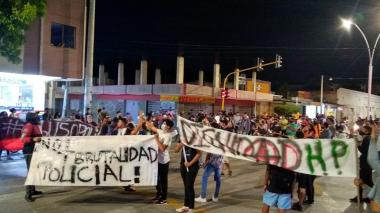 Jóvenes salen a protestar a las calles de Santa Marta