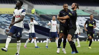 Dávinson Sánchez jugó el partido completo entre Tottenham y Newcastle.