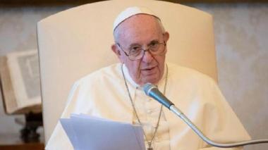 El papa pide encontrar la cura también para los virus socioeconómicos