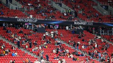 La Supercopa de la Uefa fue la prueba piloto para el regreso de los hinchas a los estadios.