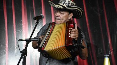 El acordeonero cartagenero Manuel Vega es el Rey Vallenato 2020.