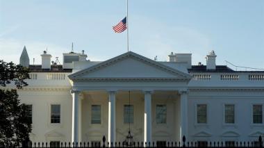 Gobierno de EEUU descarta transferencia de poder por convalecencia de Trump
