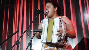 Nataly Patiño, la mujer que empeñó su acordeón para sepultar a su mamá