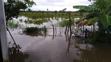 Aguacero continuado en Montería genera rebosamiento de canales