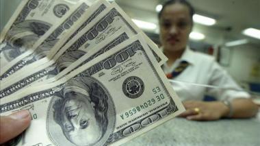 Precio del dólar sigue en picada y marca $3.818