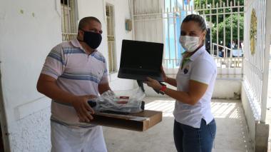 Unimag dotó de computadores  a estudiantes con discapacidad