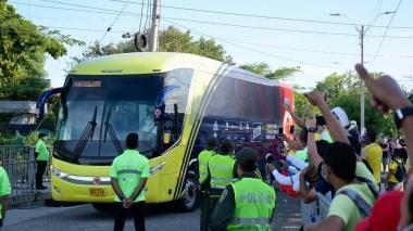 ¡Se vive, se siente! Hinchas recibieron a la Selección Colombia en el 'Metro'